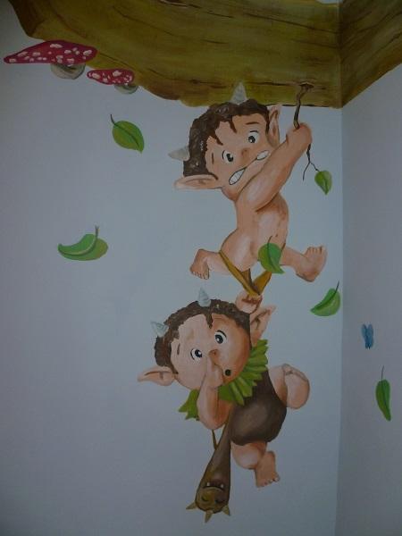 Fresque murale dans une chambre d'enfant, façon forêt